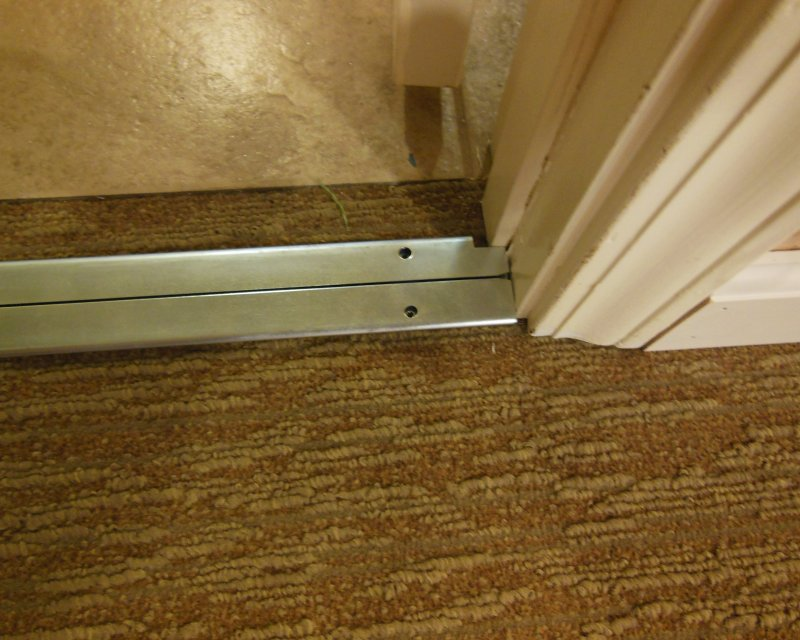 how to cut carpet straight line